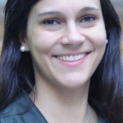 Dr  Claudia  Abreu Lopes